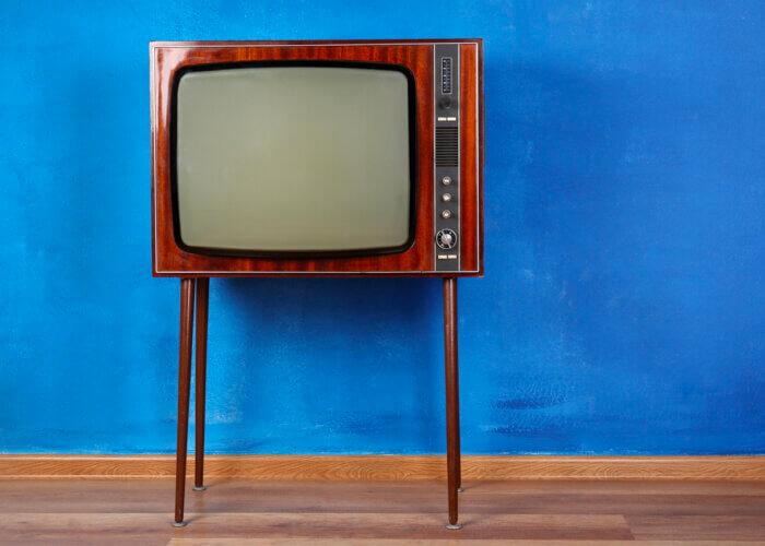 Op TV adverteren is zooo retro!